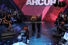 5/05/2011 Roma, Me lo dicono tutti, prima puntata, nella foto il conduttore Pino Insegno e Manuela Arcuri
