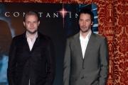 Gioia Botteghi/OMEGA Roma 10/2/05CONSTANTINE filmnelle foto il protagonista  Keanu Reeves  con il regista  Francis Lawrence
