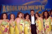 prima puntata di ASSOLUTAMENTE raiunonelle foto: Fabrizio Frizzi con le sue ballerine