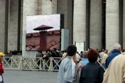 Gioia Botteghi/OMEGA 19/04/05Aspettando la fumata in Vaticano