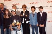 Gioia Botteghi/OMEGA 14/10/06Festa del cinema di Roma, presentazione del film LI SCIO'nelle foto Laura Morante , Umberto e gli altri ragazzini del film