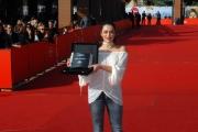 28/10/07 Festa del cinema di Roma nelle foto i premiati: Valentina Lodovini premio Oreal per il film LA giusta distanza
