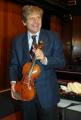 Gioia Botteghi/OMEGA 11/02/08 presentazione del nuovo programma radiofonico - Uto Ughi racconta : grandi autori per il violino- nella foto tiene in mano uno stradivari,