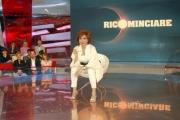 mattoni/markanews 03/07/08 roma registrazione della prima puntata di _ricominciare_ tre puntate su raidue a partire dal 9/07 nella foto la presentatrice alda deusanio