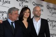 mattoni/markanews 5/11/08 presentazione del film _quantum of solace_ nella foto : olga kurylenko , giancarlo giannini, il regista marc forster