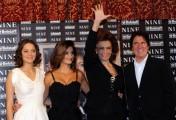 Foto IPP/Gioia Botteghi  Roma 13/01/2010 presentazione del film NINE, nella foto: Penelope Cruz, Marion Cotillard, Sophia Loren, ed il regista Rob Marshall
