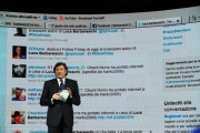 Foto IPP/Gioia Botteghi  Roma 29/01/2010 seconda puntata di Sciock la trasmissione de LA7 presentata da Luca Barbareschi, nella foto davanti alla schermata di twitter