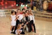 Foto IPP/Gioia Botteghi  Roma 9/01/10 prima puntata di BALLANDO CON LE STELLE, nella foto:   Paolo Belli con i bambini