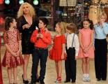 Foto IPP/Gioia Botteghi  Roma 9/01/10 prima puntata di BALLANDO CON LE STELLE, nella foto:   Antonella Clerici con i bambini