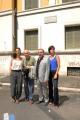 foto/IPP/Gioia Botteghi 07/08/2011 Roma, Primo Ciak della fiction IL DELITTO DI VIA POMA, canale 5, nella foto: Roberto Faenza,  regista, sotto le finestre dell'ufficio dove è stato commesso il delitto con Astrid Meloni, Giulia Bevilacqua, Silvio Orlando