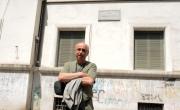 foto/IPP/Gioia Botteghi 07/08/2011 Roma, Primo Ciak della fiction IL DELITTO DI VIA POMA, canale 5, nella foto: Roberto Faenza,  regista, sotto le finestre dell'ufficio dove è stato commesso il delitto