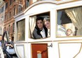 foto/IPP/Gioia Botteghi 28/10/2011 Roma, Presentazione della fiction CENERENTOLA, nella foto i due protagonisti a pizza di Spagna a Roma vestiti con i costunmi di scena, Vanesa Hessler e Flavio Parenti