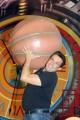 foto: Gioia Botteghi/IPP Roma, 3 maggio 2012. Il nuovo programma canale 5 IL BRACCIO E LA MENTE condotto da Flavio Insinna