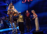 foto:IPP/Gioia Botteghi 24/11/2012 Roma, puntata semifinale di TI LASCIO UNA CANZONE, nella foto Antonella Clerici con il dromedario di Vanessa Hessler