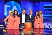Foto/IPP/Gioia Botteghi 29/05/2014 Roma Rai, ultima puntata de' 'L'eredità'. Con Carlo Conti e Fabrizio Frizzi festeggiano con una torta