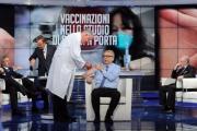Foto/IPP/Gioia Botteghi   01/12/2014 Roma Vespa ed il vaccino in studio di Porta a porta , il medico Walter Marrocchi, il vaccinato Walter Ricciardi