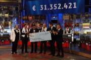 Foto/IPP/Gioia Botteghi     14/12/2014 Roma Assegno finale Telethon, con Frassica, Gubitosi, Insinna, Cordero di Montezemolo, Frizzi, Belli