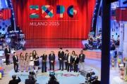 Foto/IPP/Gioia Botteghi 19/12/2014 Roma  serata speciale Un mondo da amare per rai uno, nella foto : Antinella Clerici e Bruno Vespa ed i ragazzi di ti lascio una canzone