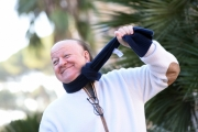 Foto/IPP/Gioia Botteghi    05/12/2017 Roma, presentazione del film Natale da Chef, nella foto   Massimo Boldi e lo show con la sciarpa in Piazza Cavour Italy Photo Press - World Copyright