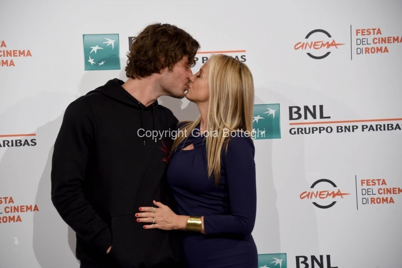 Foto/IPP/Gioia Botteghi Roma 20/10/2019 Festa del cinema di Roma 2019, Photocall del film Drowning, nella foto Mira Sorvino con il marito Christopher Backus Italy Photo Press - World Copyright