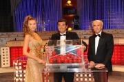 Roma 22/09/2009 trasmissione _Affari tuoi speciale la lotteria_ nella foto Max Giusti e la dea della fortuna Alessandra Cirotto ed il notaio Giovanni Pocaterra
