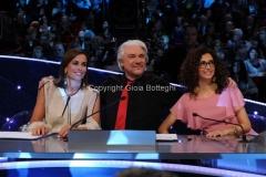 06/04/2013 Roma Puntata Altrimenti ci arrabbiamo, nella foto la giuria Cristina Parodi, Ricky Tognazzi, Teresa Mannino