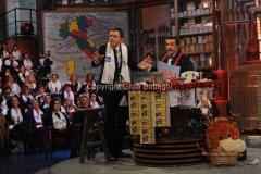 20/12/2015 Roma cifra finale telethon nella trasmissione i fatti vostri, nella foto: Frizzi, Insinna
