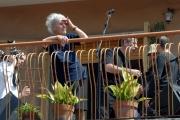 OMEGA/Gioia Botteghi 23/04/07Baglioni canta in Via Dei Noci a Roma, nella casa dove lui è nato, dal terrazzo del suo vecchio appartamento, nella foto la signora proprietaria attuale della casa invasa dalla Band Baglioni