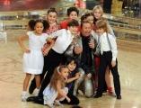 Roma 9/01/2010 prima puntata di BALLANDO CON LE STELLE, nella foto: Paolo Belli ed i bambini