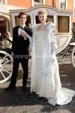 Presentazione della fiction CENERENTOLA, nella foto i due protagonisti a piazza di Spagna a Roma vestiti con i costunmi di scena, Vanessa Hessler e Flavio Parenti