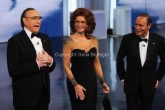 Roma 16/03/2011 Prima puntata raiuno di CENTOCINQUANTA, nella foto: Pippo Baudo, Bruno Vespa e Sophia Loren