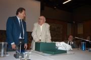 Gioia Botteghi/OMEGA 14/09/05 80 anni di ANDREA CAMILLERI, con lui nelle foto Meocci che consegna  Il regalo dello RAI