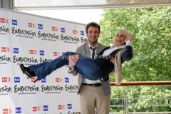 4/05/2011 Roma, presentazione di Eurovision Raidue, nella foto: Raphael Gualazzi, Raffaella Carrà
