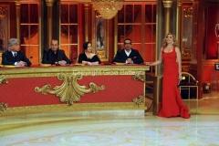 30/04/2011 serata finale di BALLANDO CON LE STELLE, nella foto: Milly Carlucci e l'incoraggiamento a Sposini con la giuria