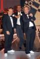 4/10/07 trasmissione rai FUORI CLASSE nelle foto :il Conduttore Carlo Conti con i Fichi D'india