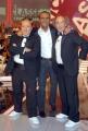 4/10/07 trasmissione rai FUORI CLASSE nelle foto : Carlo Conti con i Fichi D'India