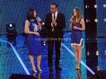 19/01/2013 Roma trasmissione rai I MIGLIORI ANNI, nella foto: Paola e Chiara Carlo Conti