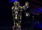 Foto/IPP/Gioia BotteghiRoma 10/01/2019 nuovo programma di Rai uno Il cantante mascherato, nella foto , il leone con Milly CalucciItaly Photo Press - World Copyright