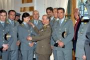Al centro il generale Roberto Speciale con tutto il cast del film Il Comandante