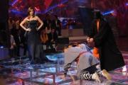 10/03/09 Roma prima puntata di INCREDIBILE raiuno, nella foto : Veronica Maya con un concorrente