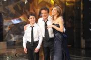 10/03/09 Roma prima puntata di INCREDIBILE raiuno, nella foto : Veronica Maya, Massimo Ranieri e Federico