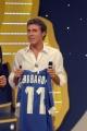 Gioia Botteghi/OMEGA 3/09/06puntata di 30 ORE PER LA VITA Luca Barbarossa offre la sua maglietta per l'asta di beneficienza