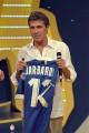 Gioia Botteghi/OMEGA 3/09/06puntata di 30 ORE PER LA VITA Luca Barbarossa offre la sua maglietta per l'asta di beneficenza