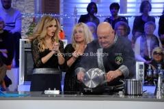 06/01/2015 Roma la prova del cuoco puntata della lotteria Italia, nella foto: Lorella Cuccarini e Antonella Clerici