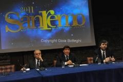 Roma 22/12/2010 conferenza stampa in rai su San Remo, nella foto: Mauro Mazza, Direttore Rai 1,Gianmarco Mazzi, Direttore artistico Festival, Gianni Morandi