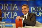 12/1/2009 puntata di porta a porta sul festival di San Remo, nella foto Paolo Bonolis