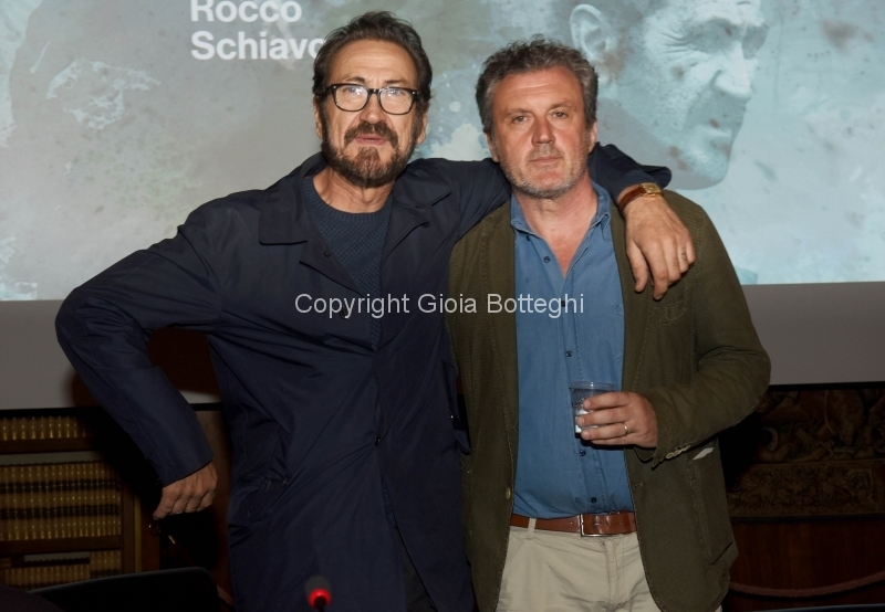 Foto/IPP/Gioia Botteghi12/10/2018 Roma, presentazione della seconda serie della fiction Rocco Schiavone, nella foto: Marco Giallini e lo scrittore Antonio Manzini Italy Photo Press - World Copyright
