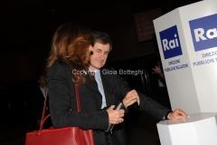 05/05/2013 Roma serata in beneficenza della figlia del carabiniere ferito a palazzo Chigi organizzata dalla rai con la visione dello sceneggiato Montalbano, nella foto Alemanno con signora