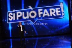02/05/2014 Roma prima puntata di SI PUO' FARE, raiuno, nella foto Carlo Conti