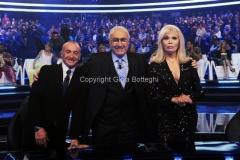 02/05/2014 Roma prima puntata di SI PUO' FARE, raiuno, nella foto la giuria Pippo Baudo Amanda lear Yuri Chechi